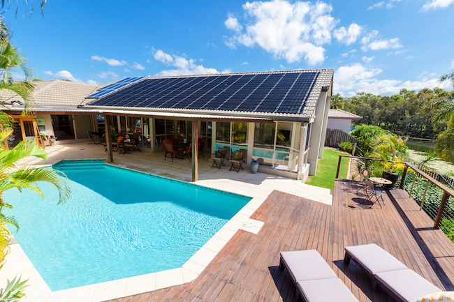 hiša s sončno elektrarno
